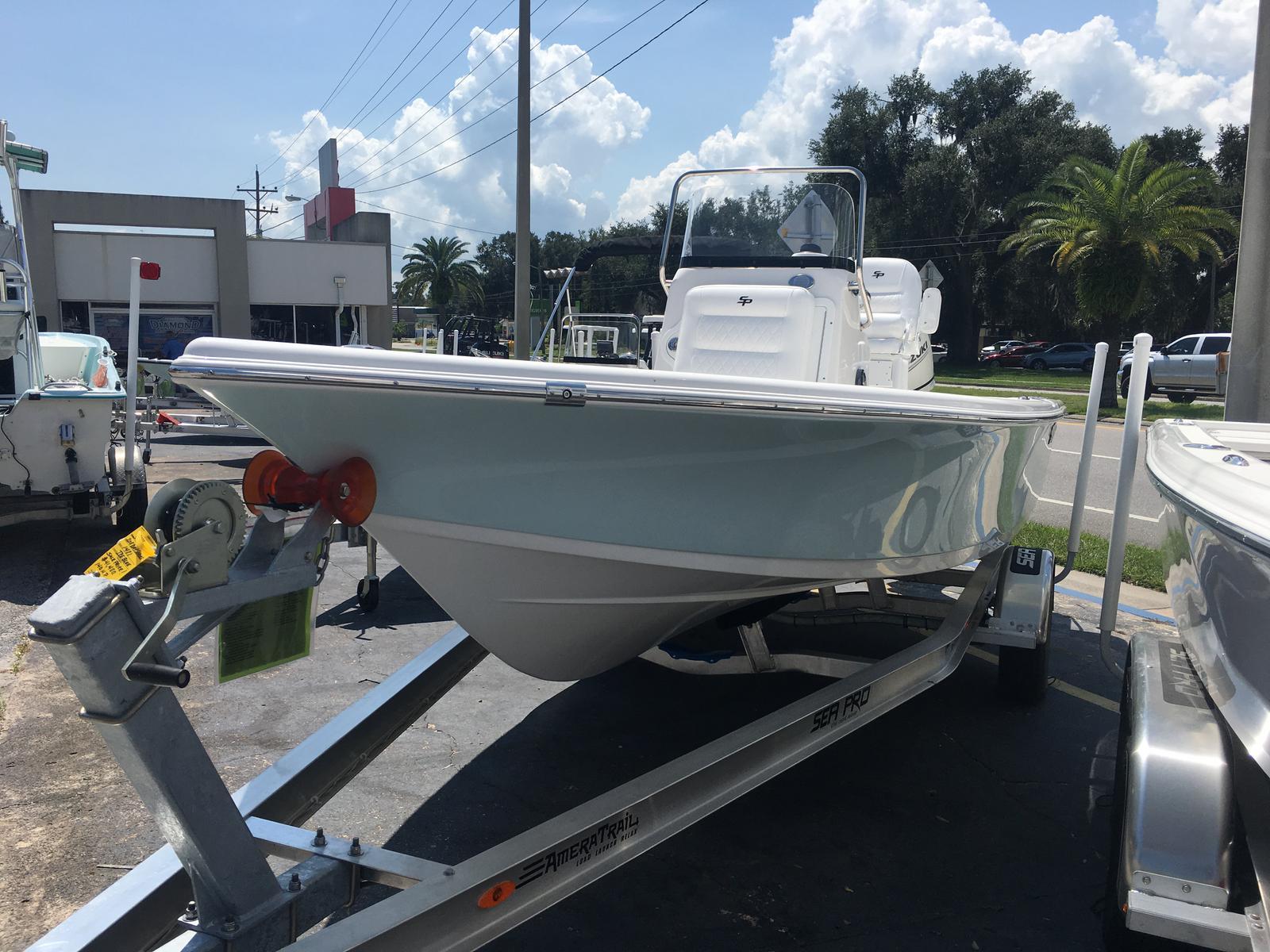 Sea Pro 208 DLX Bay Series