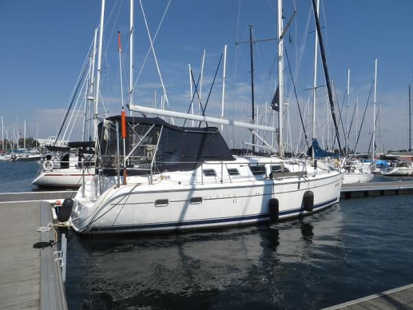 Hunter 41 Deck Salon Dock Side
