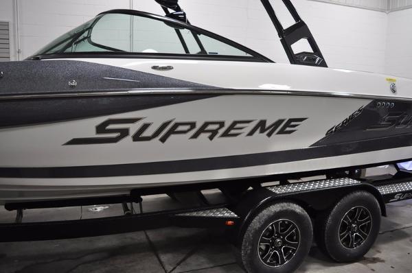 Supreme S226