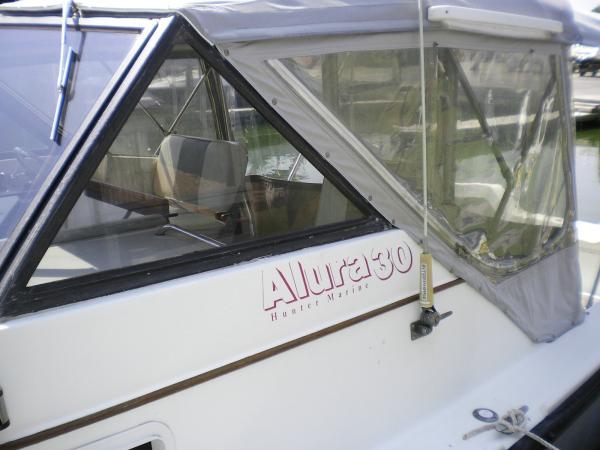 30' Luhrs Alura 1987