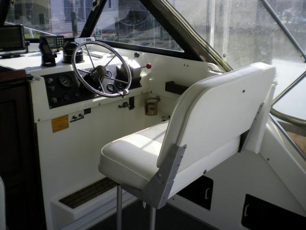 30' Luhrs Alura 1987 Helm seat