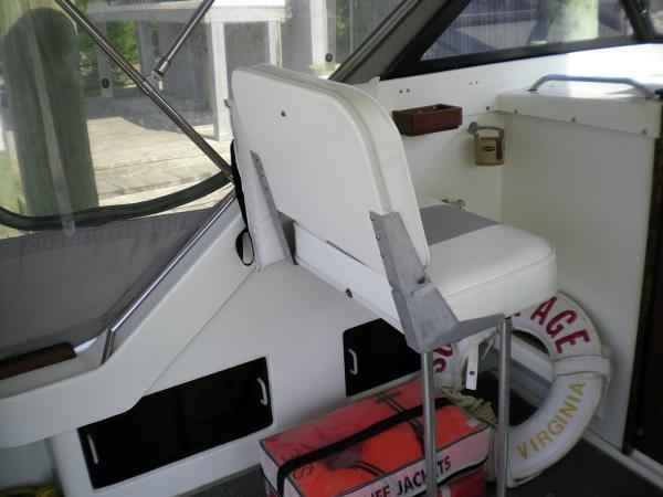30' Luhrs Alura 1987 Companion seat