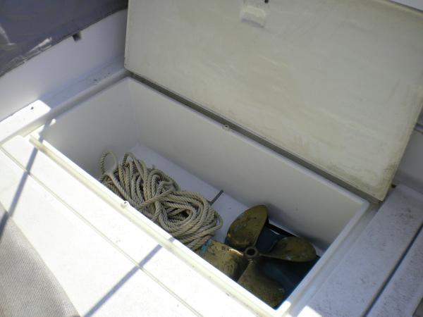 30' Luhrs Alura 1987 Starboard cockpit locker