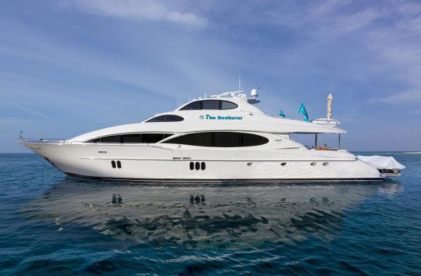 Lazzara Motor Yacht The Beeliever