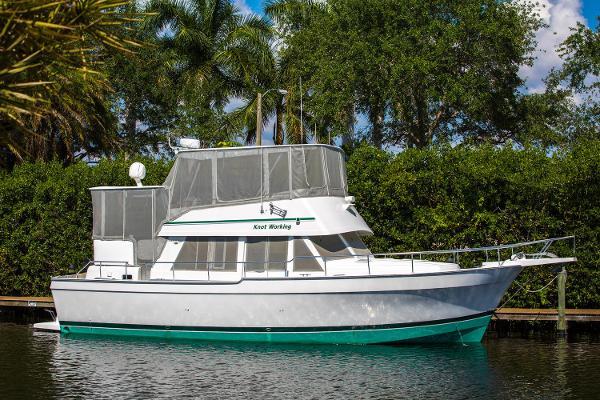 Mainship 43 Motor Yacht Profile