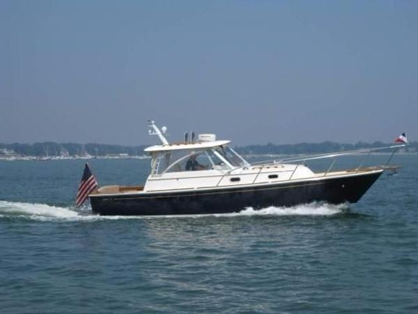 Hunt Yachts 33  Hard Top Hunt 33 STRB Side