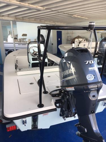 Maverick Boat Co. HPX-17 V