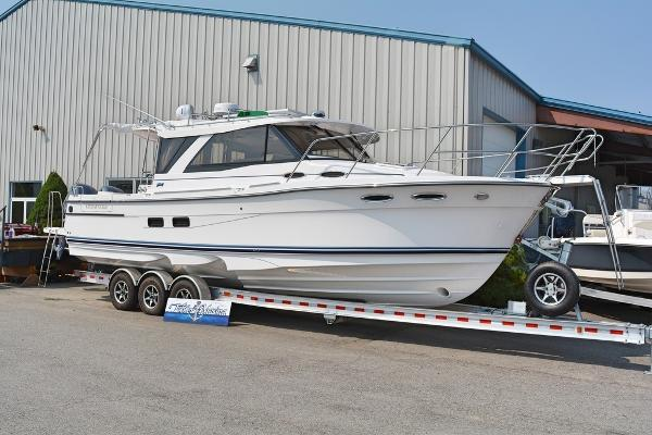 Cutwater Boats C-302 Coupe