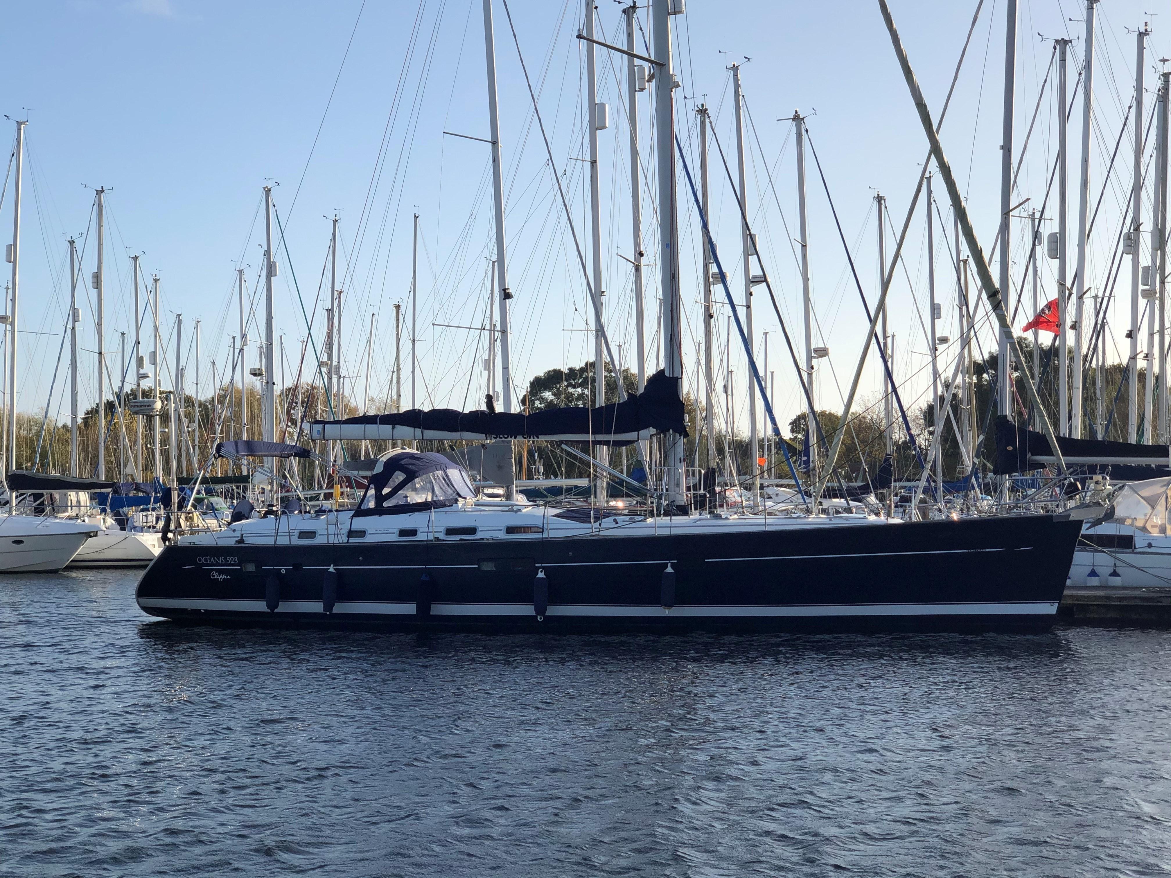 Beneteau Oceanis Clipper 523 External