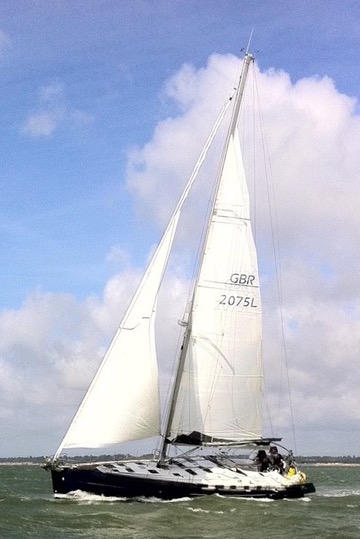 Beneteau Oceanis Clipper 523 Reaching along