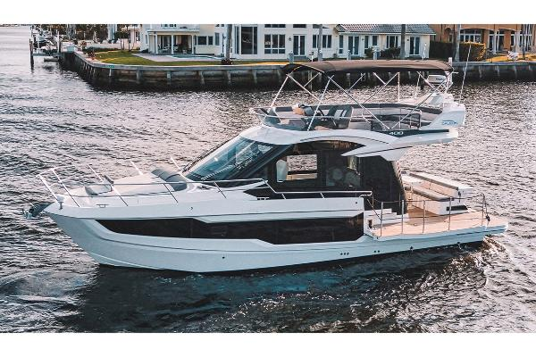 Galeon 400 Fly Manufacturer Provided Image