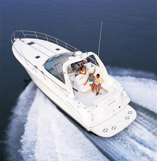 Sea Ray 380 Sundancer 380 - cockpit_Stock photo