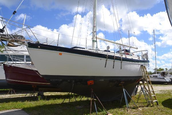 Pacific Seacraft Mariah 31 Port Side on Hard
