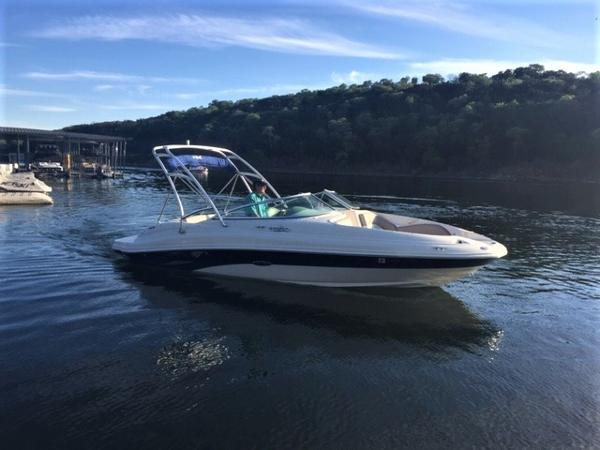 Sea Ray 220 Sundeck The 2003 Sea Ray 220 Sundeck!