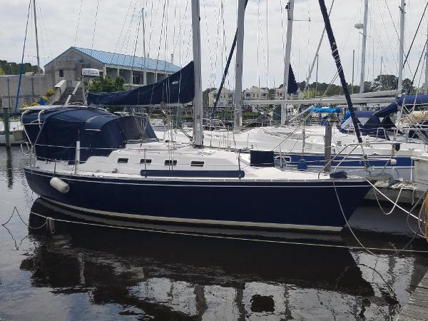 Canadian Sailcraft 30