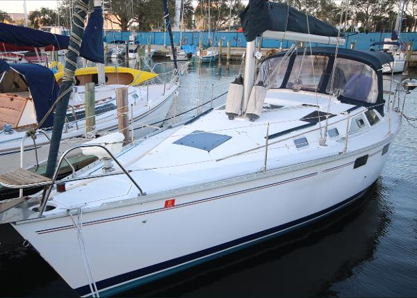 Hunter Legend 35.5 Port side view