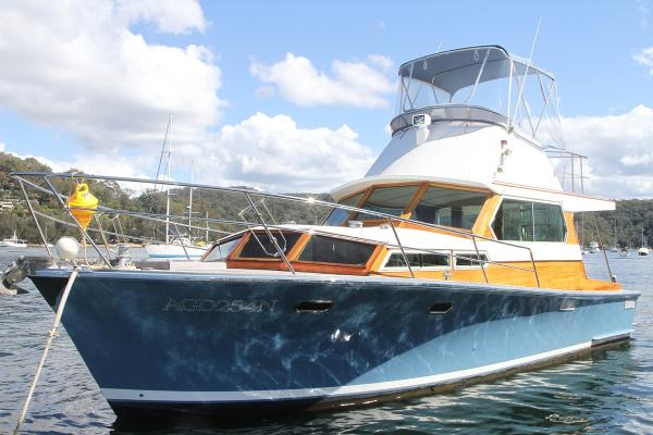 Cec Quilkey 35' Luxury Flybridge Cruiser