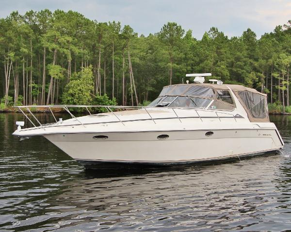 Regal 402 Commodore Port Bow