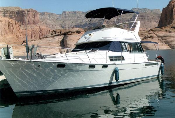 Bayliner Explorer 3870 Command Bridge
