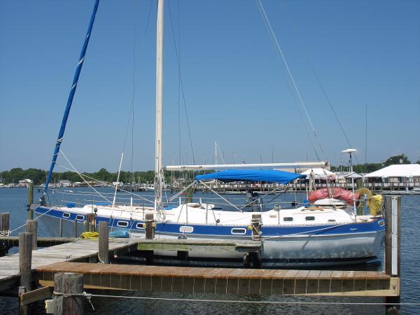 Morgan Classic Morgan Out Island 41 at her dock