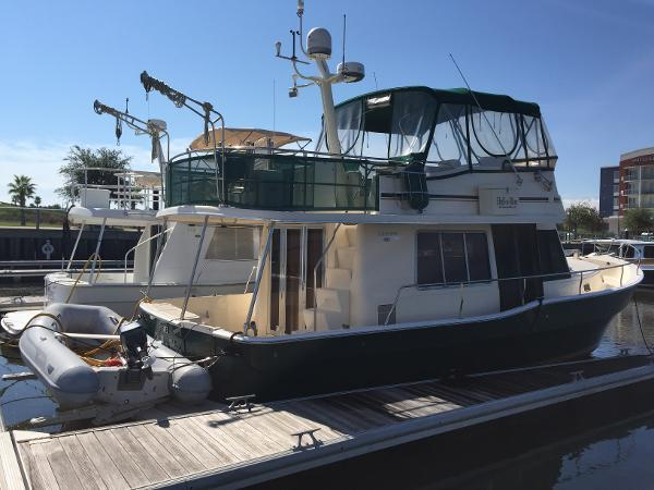 Mainship 400 Trawler Profile