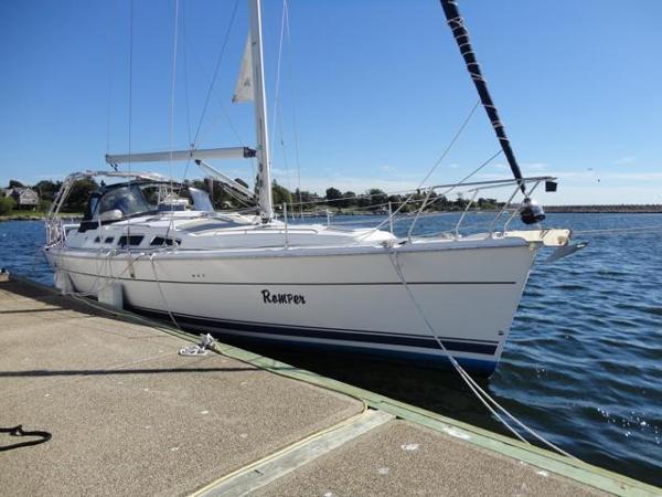 Hunter 44 Starboard side at dock