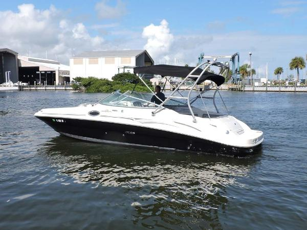 Sea Ray 270 Sundeck Profile
