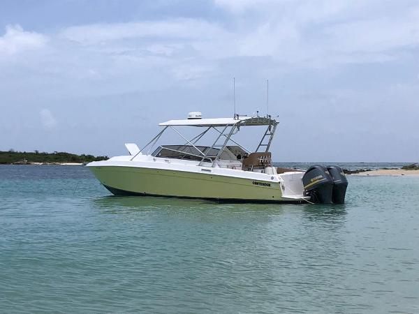 Contender 35 Express/ Side Console
