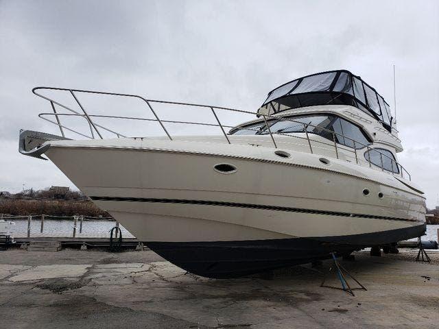 Cruisers Yachts 5000 Sedan