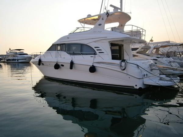 Sea Ray 540 Cockpit Motor Yacht 54' Sea Ray port profile