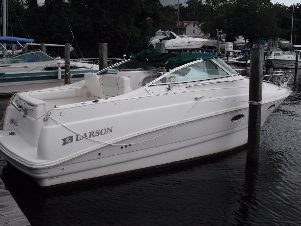 Larson Cabrio 270 Mid Cabin