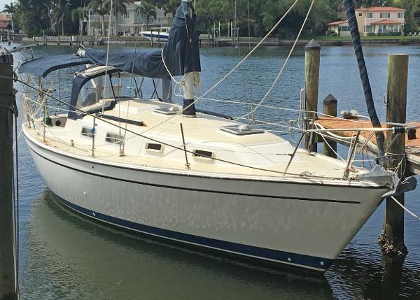 Pearson 303 Pearson Starboard side profile