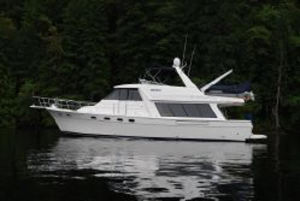 Bayliner 4788 Pilothouse Motoryacht Side