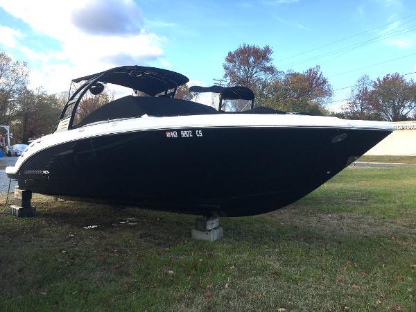 Chaparral 284 Sunesta Starboard Bow