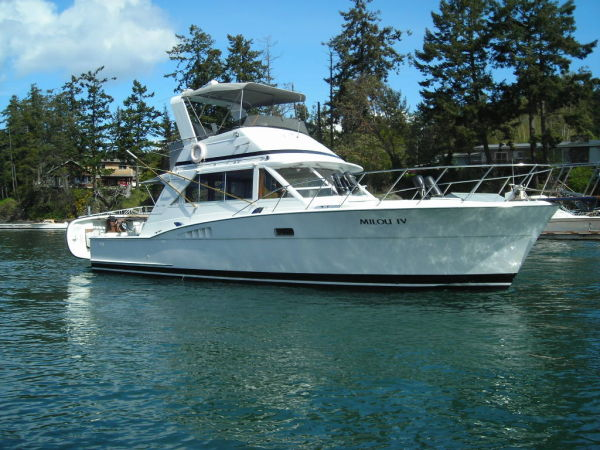 Chris-Craft Commander Sport Sedan Photo 1