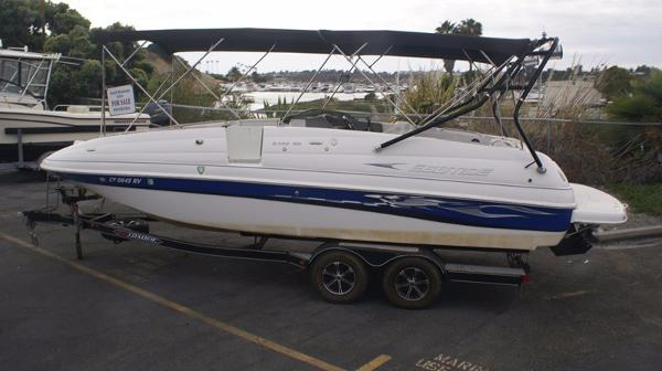 Ebbtide 2500  Deckboat Port Profile