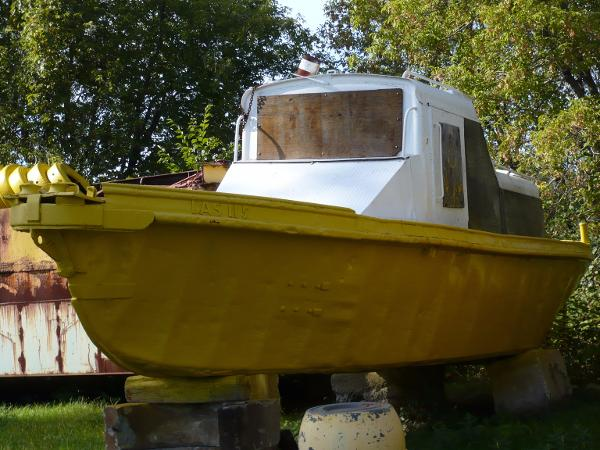 33' x 10' Work Boat With Winch Work Boat With Winch
