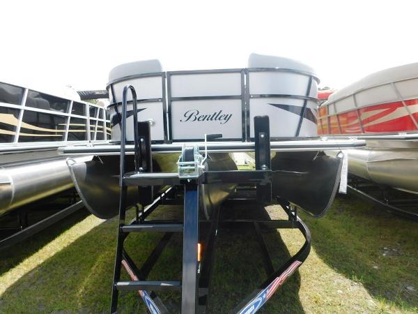 Bentley Encore Boat Builders 243 Bentley Cruise