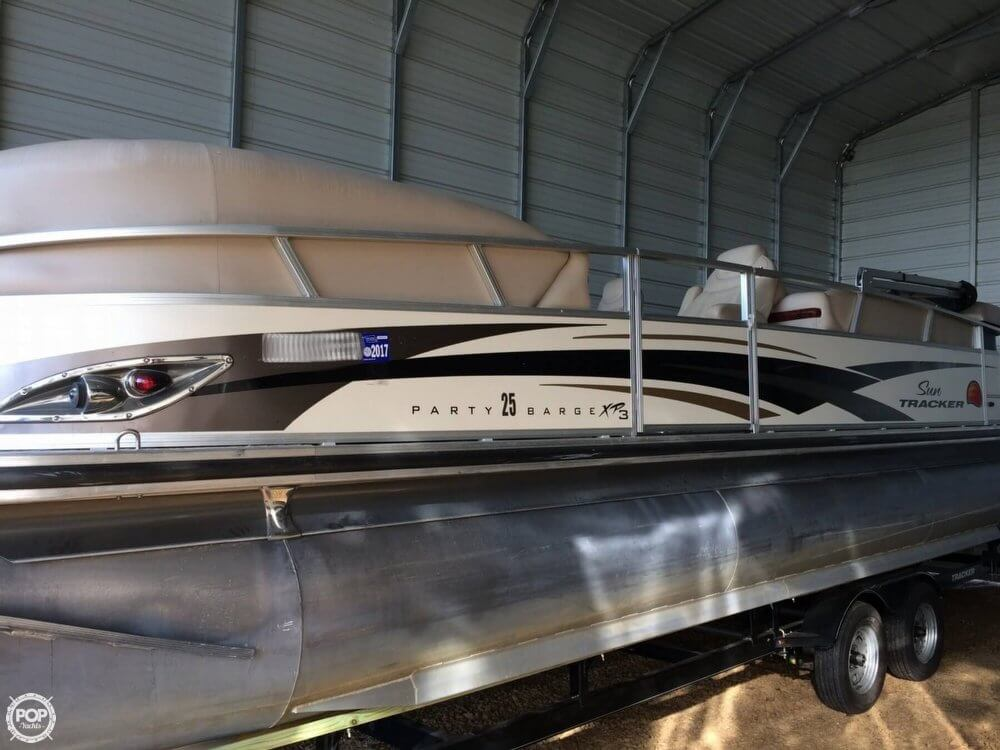 Sun Tracker 25 Party Barge XP3 2010 Sun Tracker 25 Party Barge XP3 for sale in Sallisaw, OK