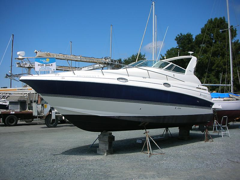 Cruisers Yachts 28-CXI Express Aweigh Profile Port.JPG
