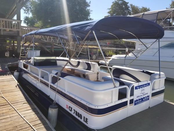 Crestliner 24 pontoon