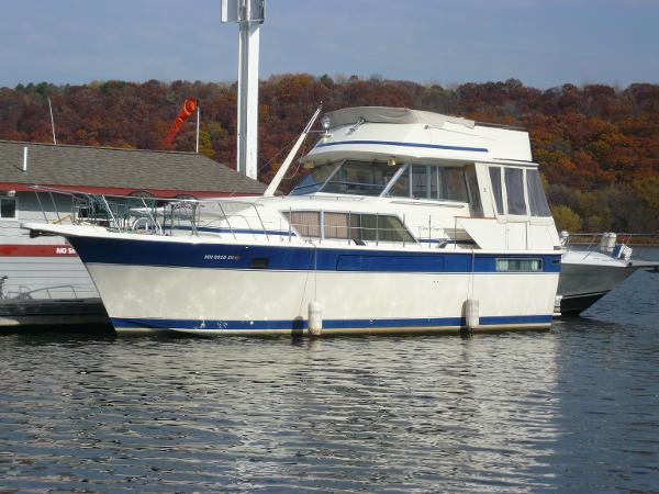 Chris Craft1 410 Motor Yacht 410 Commander at the dock