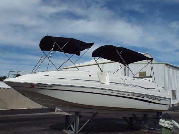 Ebbtide 2400 SS Fun Cruiser O/B Portside Profile 1