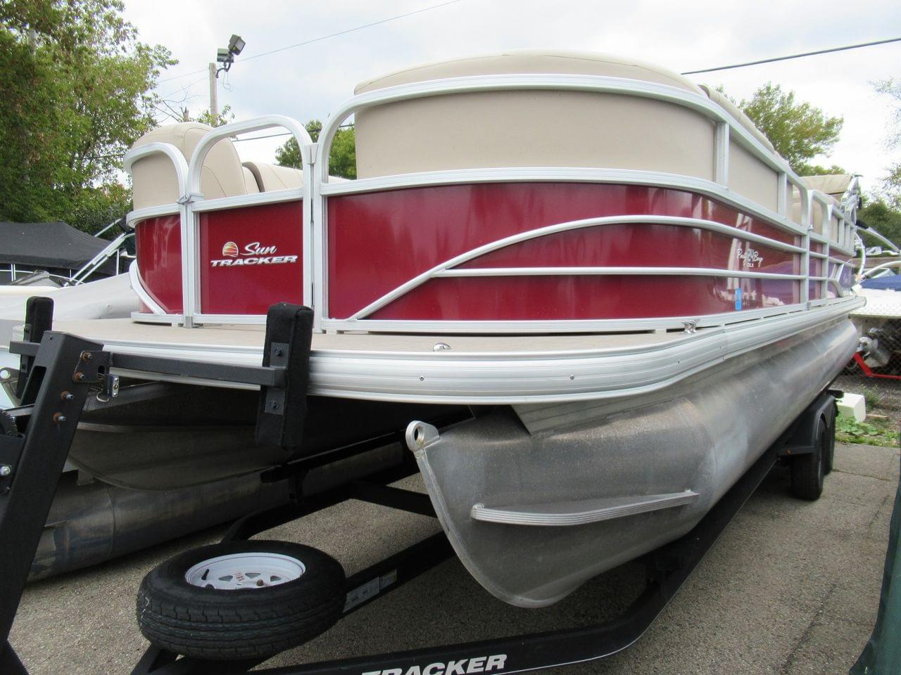 Sun Tracker Party Barge 24DLX