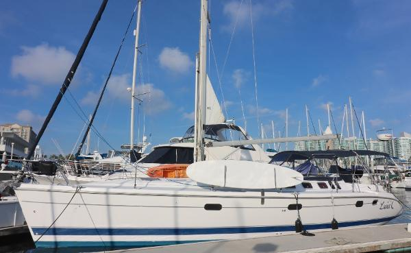 Hunter 460  OFFICE  2 STATEROOMS PLUS  CONVERTABLE OFFICE TO BERTH