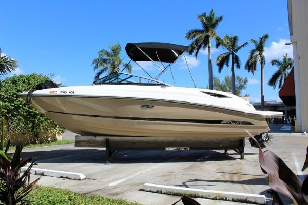 Sea Ray 230 SLX Port Side