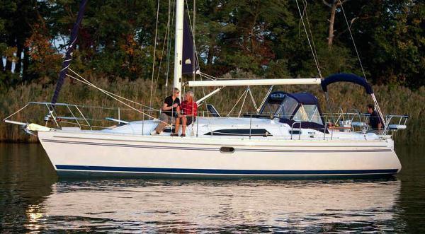 Catalina 355 2021 Catalina 355 - Anchored