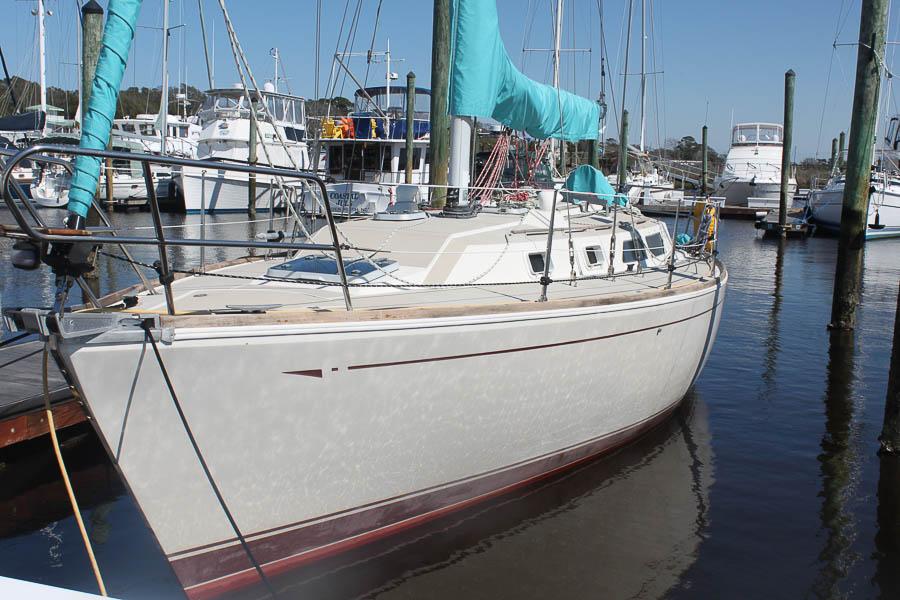 CAL 33 (Hunt) 3 Port Side