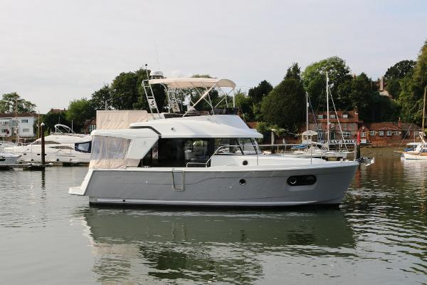 Beneteau Swift Trawler 35 Beneteau Swift Trawler 35 For Sale