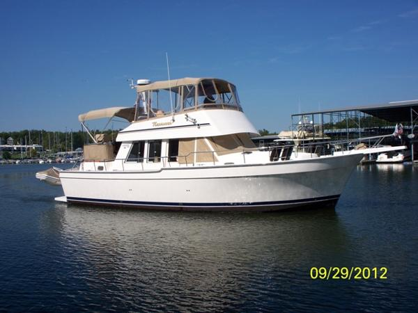 Mainship 2 SR 430 Trawler 43' Mainship starboard forward profile